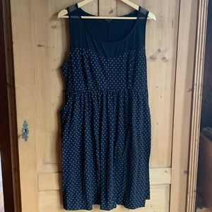 Torrid black polka dot pin up dress size 2 pockets